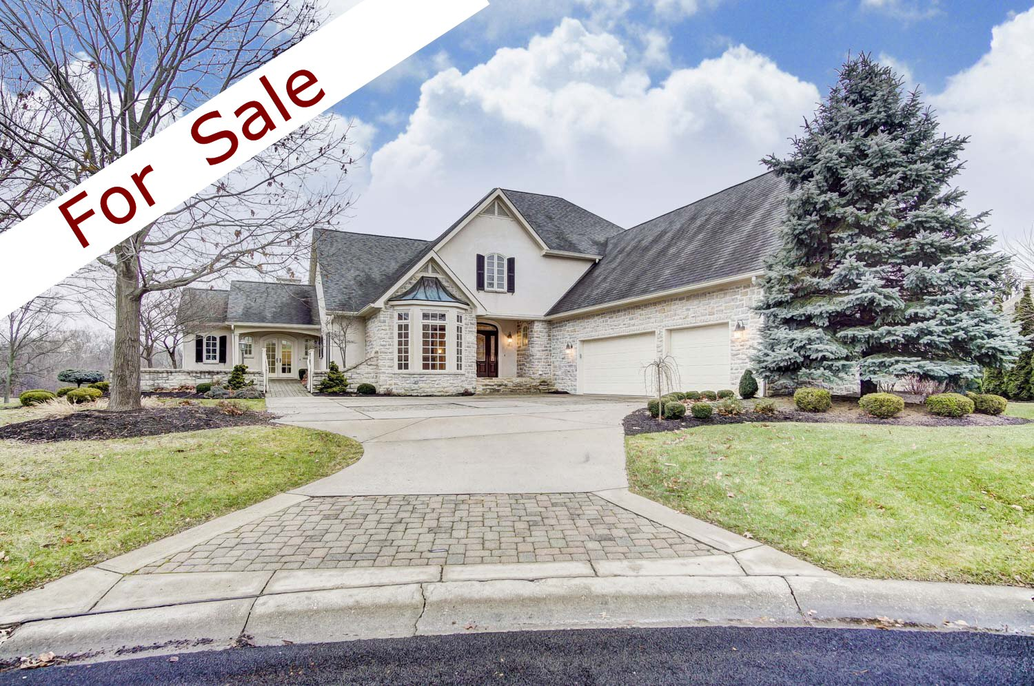 Luxury home in Blacklick, OH along hole 3 on Jefferson Country Club