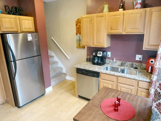 Pictures of 472 W 2nd - Kitchen 2