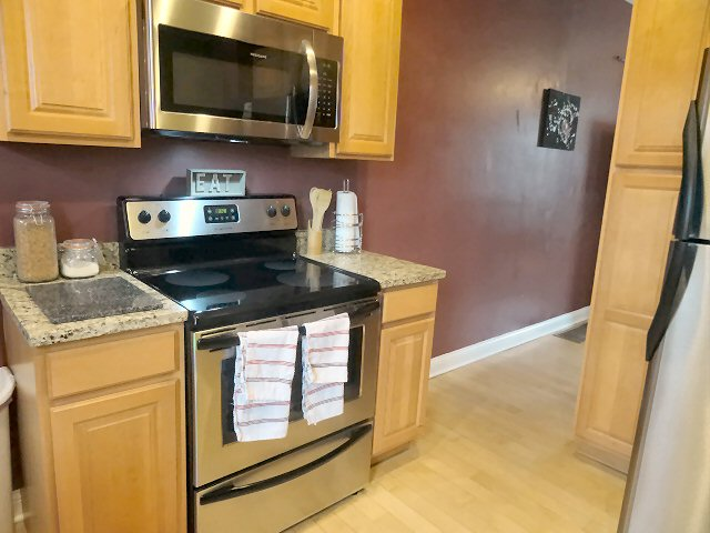 Pictures of 472 W 2nd - Kitchen 3
