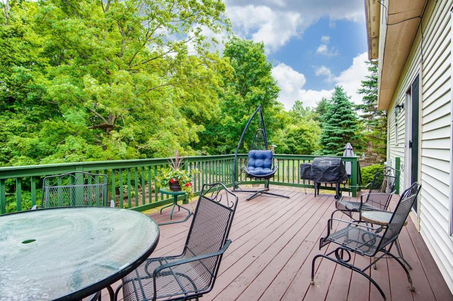 Deck of 7670 Pinehill Rd, Lewis Center, OH