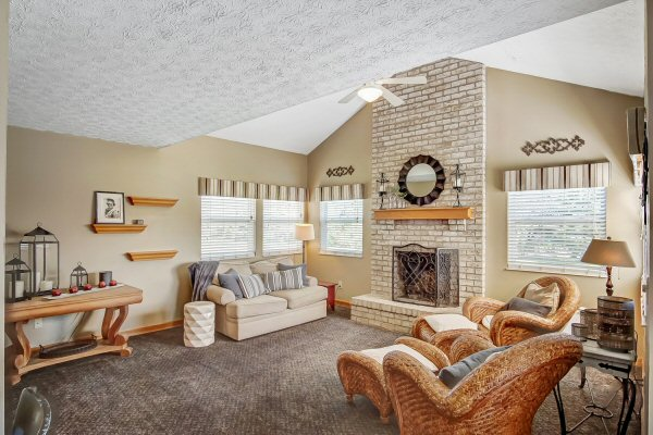 Family Room of 8350 Oak Creek Dr, Lewis Center, OH